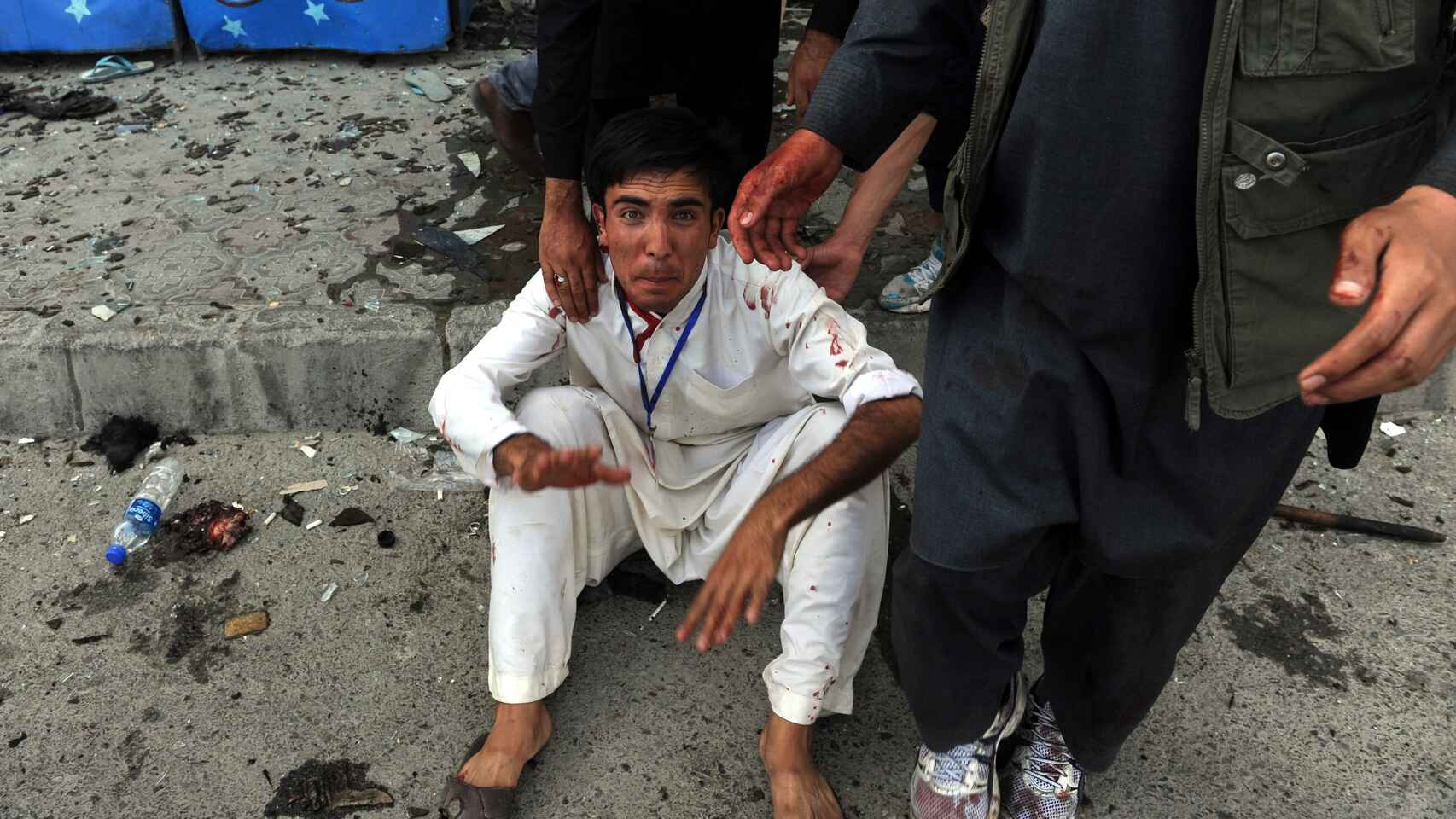 Afganistán: otro atentado islamista deja más de 50 muertos y 100 heridos junto a una escuela de mujeres
