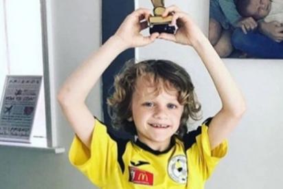 Un niño muere tras el brutal impacto de un rayo mientras jugada al fútbol