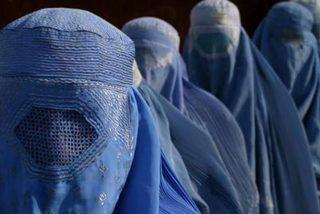 Castigan con 40 latigazos a una chica afgana por hablar con un hombre por teléfono