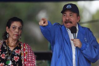 """Daniel Ortega llena las cárceles de opositores y la primera dama ataca a la prensa: """"Urracas parlanchinas y terroristas"""""""