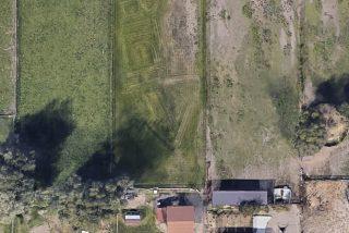 """Google Earth capta desde el espacio el insulto de un tipo a su vecina escrito en el césped: """"¡Bitch!"""""""