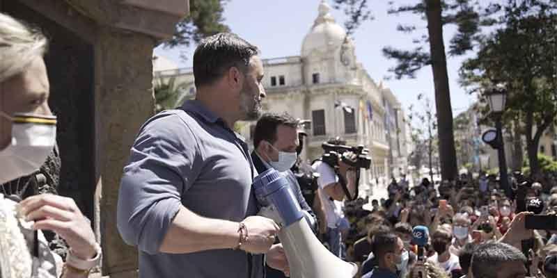 """Onda Cero se da un tiro en el pie: vende que Abascal fue """"increpado"""" en Ceuta pero fue un solo grito el que se oyó"""