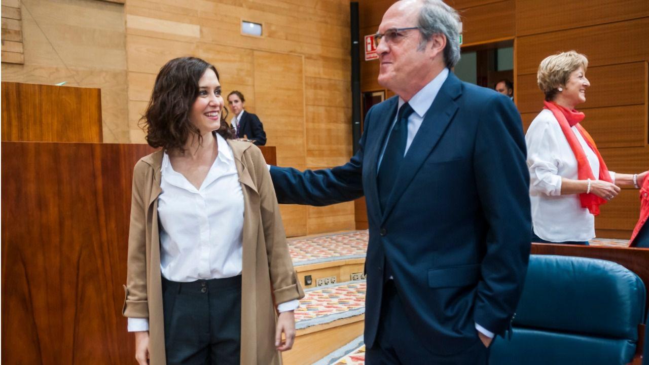 Ayuso olvida los insultos del PSOE y visita a Gabilondo, hospitalizado por una arritmia