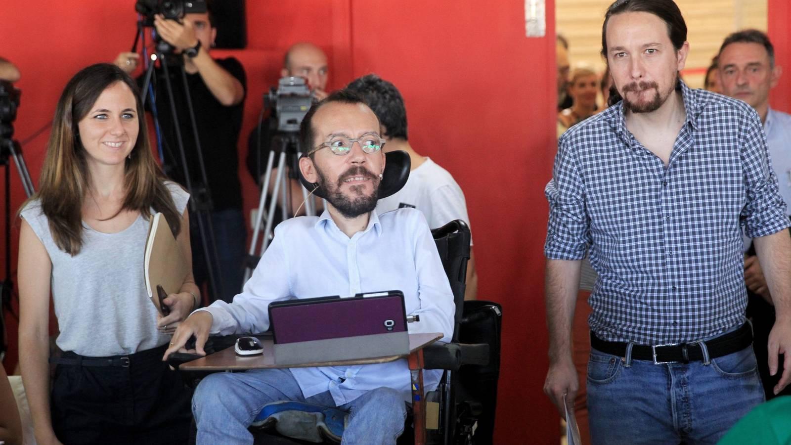 """Twitter retrata al 'nuevo' Echenique: """"Has pasado de ser el dóberman de Iglesias al caniche con bozal de Belarra"""""""