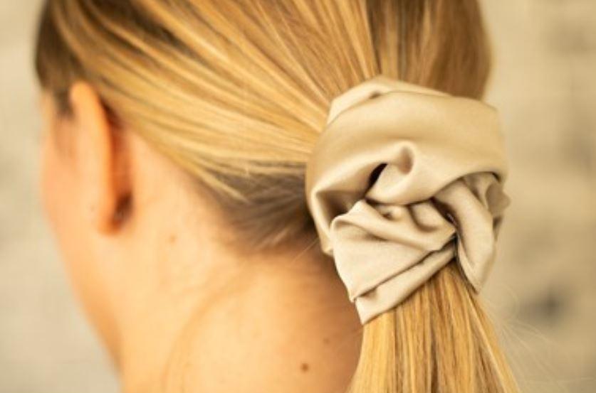 4 beneficios de las gomas de pelo de seda