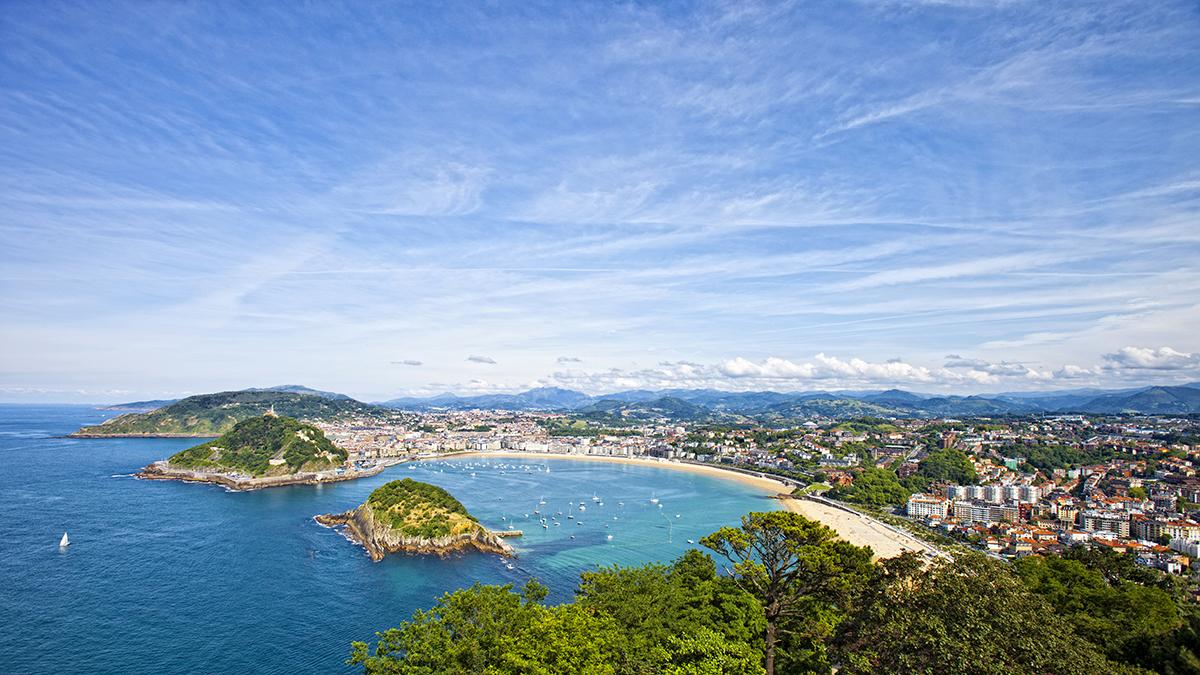 San Sebastian, vista de la ciudad, playas e isla de Santa Clara