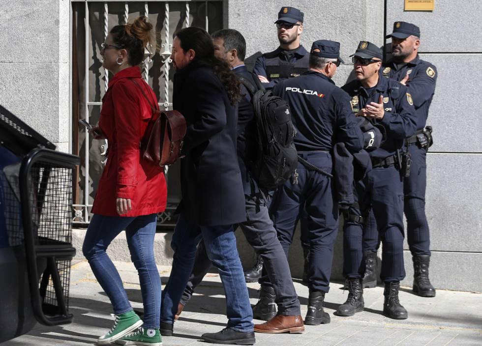Podemos sin rumbo: Pablo Iglesias denuncia a 15.000 policías por amenazas y llamarle 'rata'