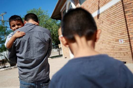 EEUU empieza a reunir a las familias migrantes separadas