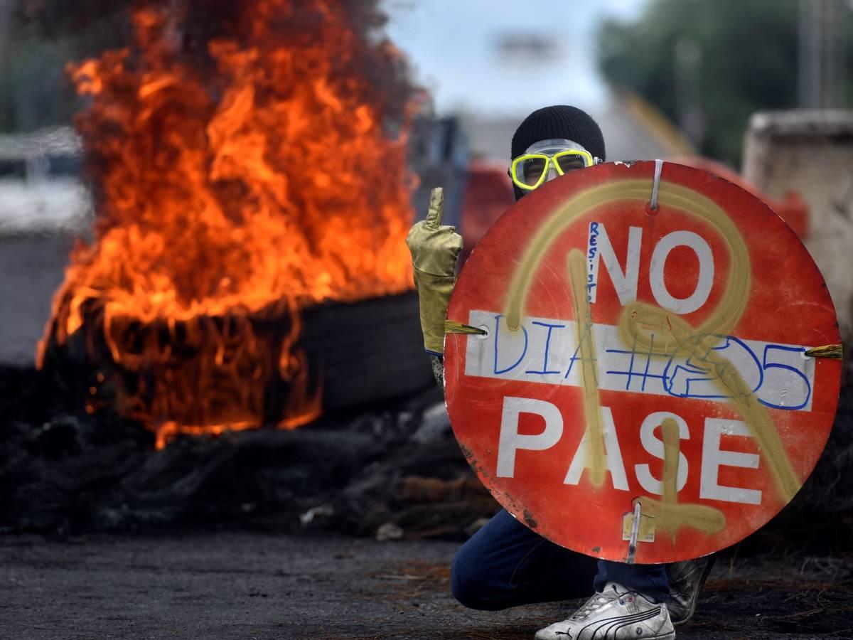 Colombia alcanza su octavo día de protestas violentas