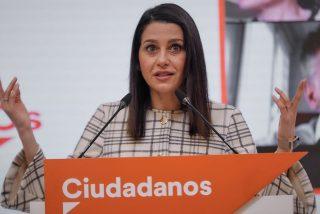 """Arrimadas se cae del caballo sanchista: """"Si Casado presenta una moción de censura, la apoyaré"""""""