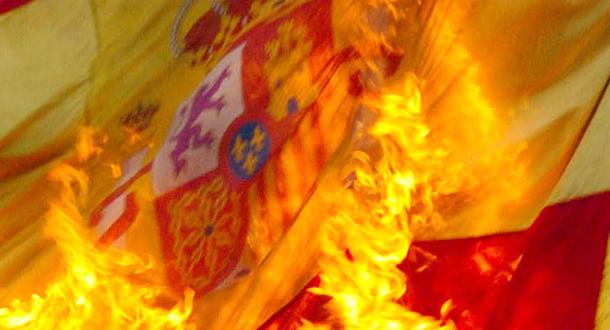 Fanáticos independentistas queman banderas históricas del Tercio de Montserrat