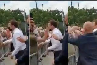 El vídeo del brutal bofetón que recibió Emmanuel Macron en el sur de Francia