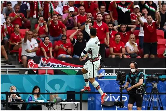 Cristiano Ronaldo marca un doblete con Portugal y es el máximo goleador en la historia de la Eurocopa
