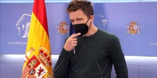 """El amigo del agredido por Errejón denuncia la cobarde reacción de sus acompañantes: """"¡No llaméis a la Policía!"""""""