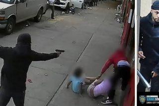El pistolero del Bronx: la víctima se esconde entre dos niños y él lo tirotea sin piedad