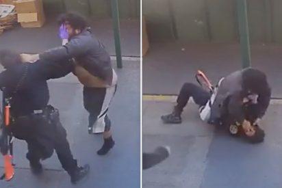 El vagabundo ataca a la mujer policía y casi se la merienda