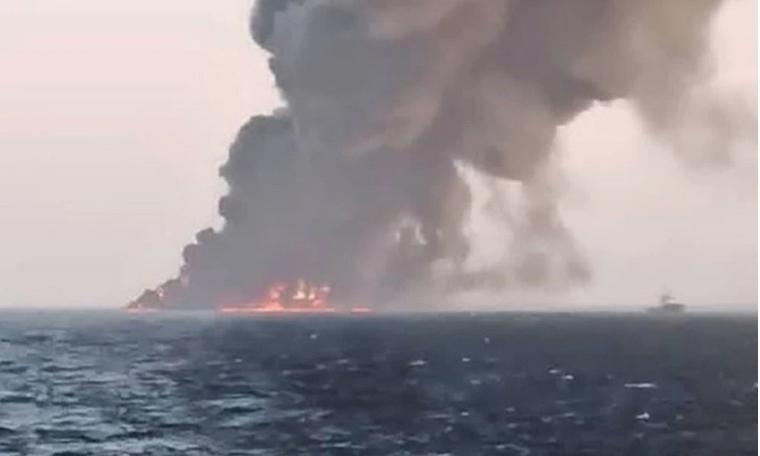 Irán pierde el mayor barco de su Armada tras sufrir un sospechoso incendio en el golfo de Omán
