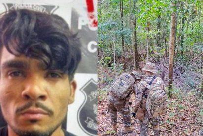 300 policías persiguen al asesino en serie que mató a una familia mediante un ritual satánico