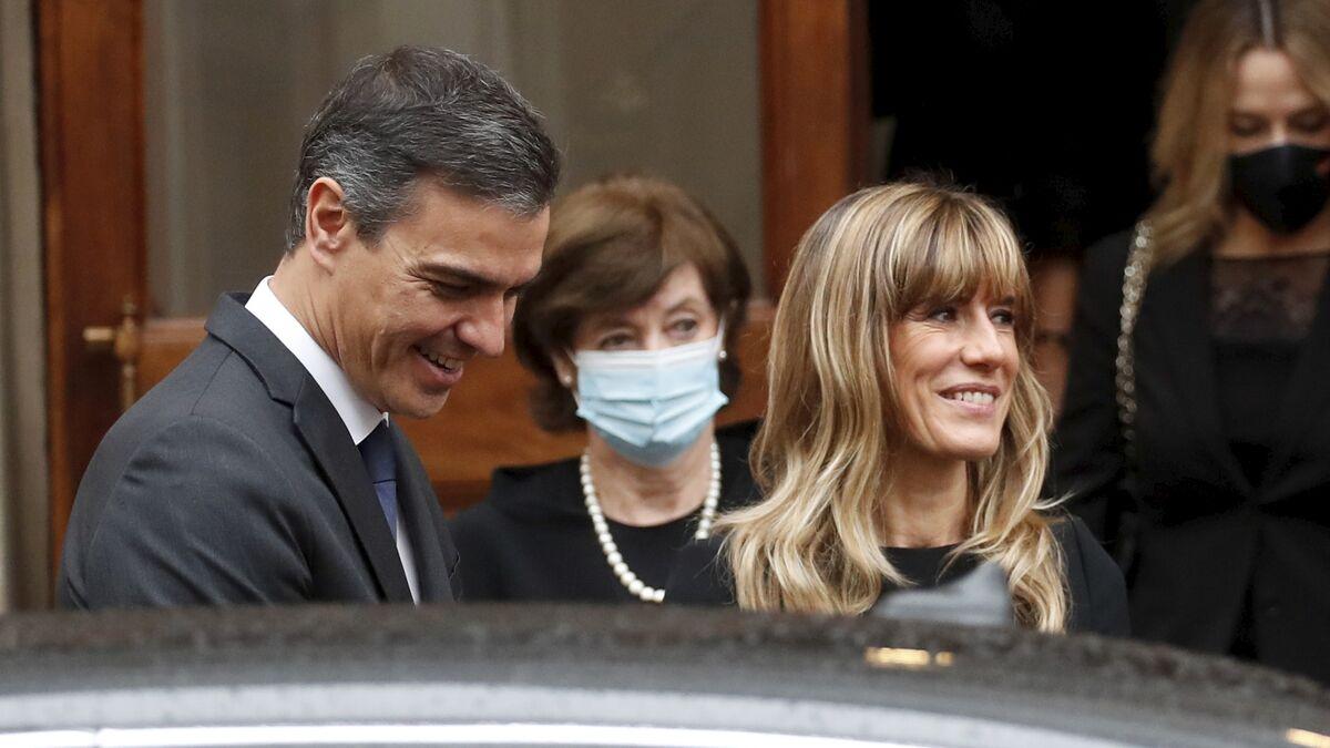 Sánchez apaña una Ley para evitar que Begoña Gómez 'visite' al juez por su 'chiringuito financiero'