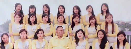 Muere Ziona Chana, el tipo con la 'familia' más grande del mundo: 38 esposas y 89 hijos