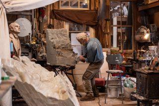 Artista en su taller