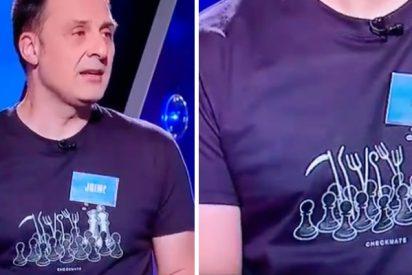 Otra payasada de TVE: un concursante de 'Saber y ganar' luce una camiseta amenazante con la Corona