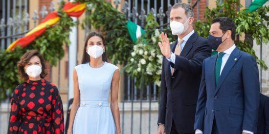 "Carmen Calvo, humillada con un monumental abucheo en Sevilla y frente a Felipe VI: ""Fuera, mentirosa"""