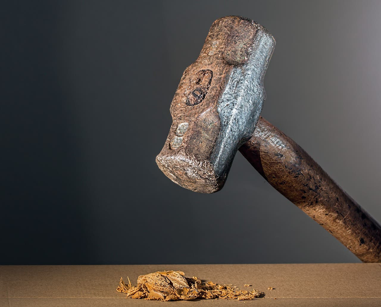 Muere la anciana a la que su viejo marido reventó la cabeza con un martillo