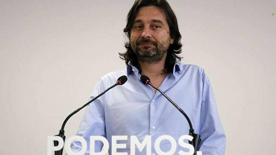 """Carlos Herrera reabre la guerra con Podemos al decir esto en directo a Rafa Mayoral: """"Antes de hablar, lávate"""""""