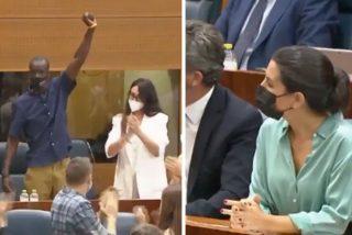 El show a lo 'Black Lives Matter' de Serigne Mbayé (Podemos) que jalea la izquierda madrileña
