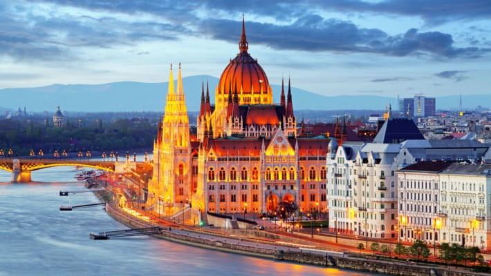 Hungría prohíbe hablar de la homosexualidad en las escuelas y en la TV