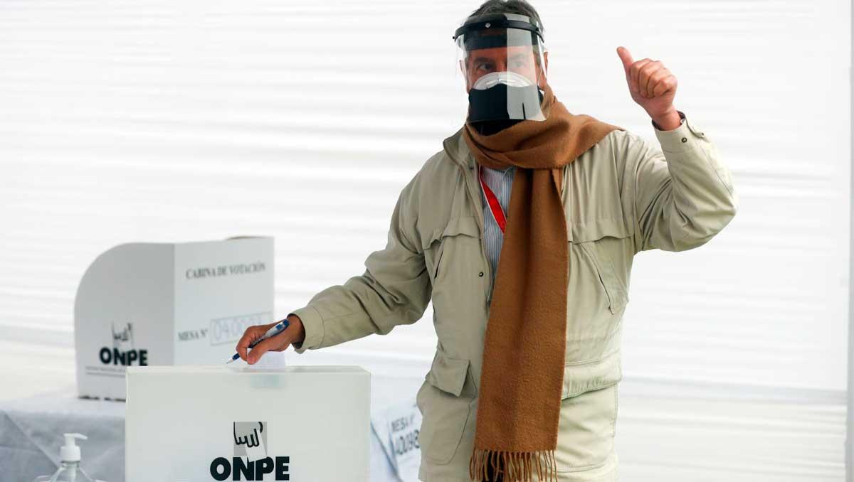 Perú elige presidente en medio de un clima tenso y fractura social