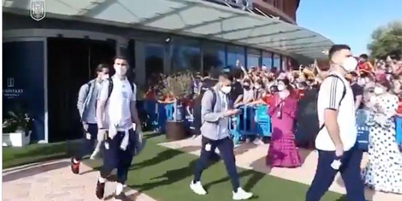 Clamor contra la Selección: España no solo no gana si no que sus futbolistas ni se dignan a saludar a la afición