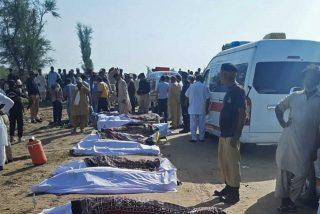 Catástrofe ferroviaria en Pakistán: Un brutal choque de dos trenes de alta velocidad deja, al menos, 38 fallecidos