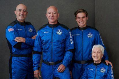 Jeff Bezos 'toca las estrellas': el empresario alcanza el espacio con su propio cohete
