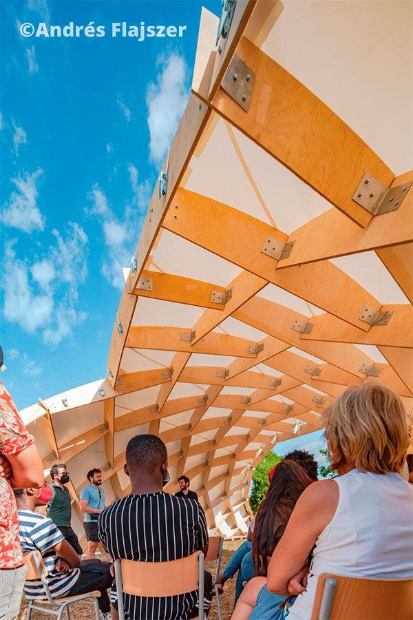 Alumnos del máster Parametric Design in Architecture (UPC) crean aularios exteriores para centros docentes