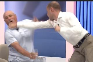 Dos políticos de Moldavia se golpean salvajemente durante un debate en televisión