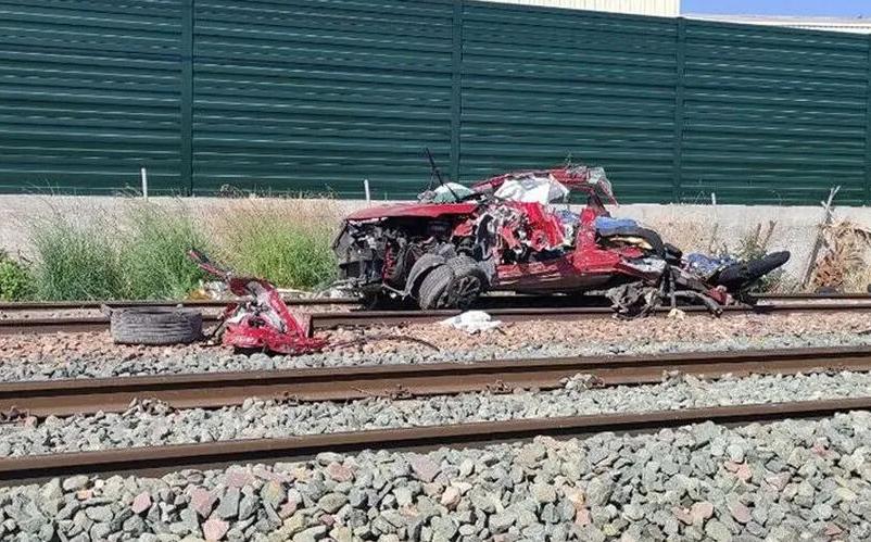Mueren tres mujeres y un hombre al ser arrollado su coche por un tren en Alicante