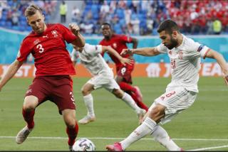 España vence en unos penaltis de infarto a Suiza y pasa a 'semis' de la Eurocopa