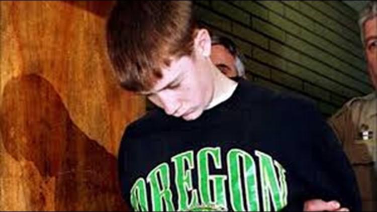 """El adolescente que asesinó a sus padres y compañeros del colegio obedecía una """"voz maldita"""": """"Mátalos"""""""