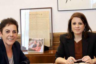 Twitter viraliza la foto de Lastra con los herederos de ETA tras pedir la socialista ilegalizar a VOX