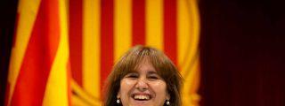 """La 'indepe' Laura Borràs apaga el micro dos veces a un diputado por denunciar sus """"soflamas"""" separatistas"""