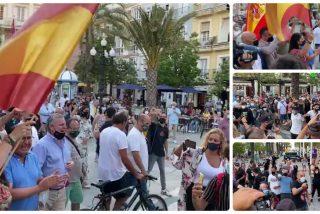 """Macarena Olona planta cara a los """"terroristas callejeros"""" que acosan a VOX en Cádiz"""