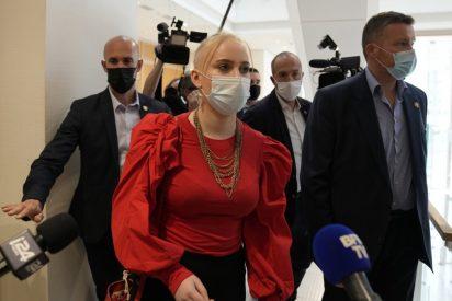 Francia condena a 11 radicales por acosar y amenazar de muerte a una adolescente que criticó al islam