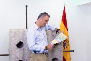 Ortega Smith (VOX) se pitorrea del panfleto de Podemos por jalear a Gibraltar