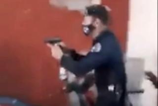 El impactante vídeo de la represión en Cuba: la policía dispara a un manifestante dentro de su casa