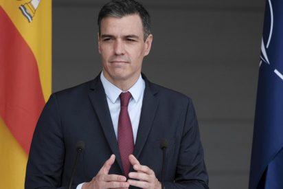 """Sánchez le pega una coz al diccionario y al estamento militar: """"Soldados y soldadas"""""""