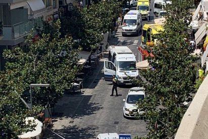 Un coche arrolla la terraza de un bar en Marbella y deja 11 heridos