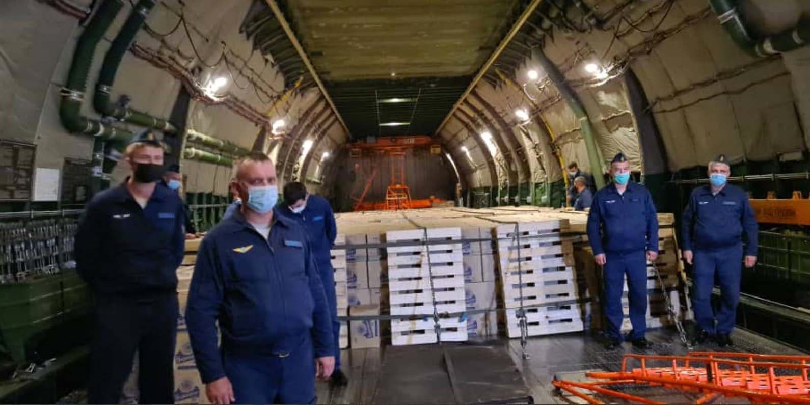 Rusia da oxígeno a la dictadura de Cuba: envía dos aviones con 90 toneladas de ayuda humanitaria