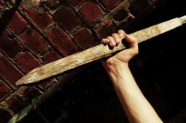 Como si fuera un vampiro: Apuñalan con una estaca de madera a un hombre en pleno Born de Barcelona